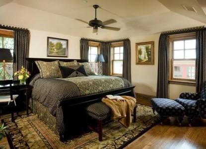 Inn on Lake Granbury Belle Starr Room
