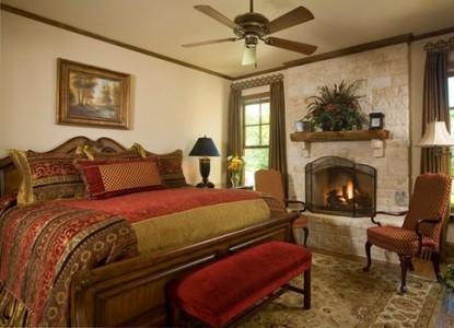 Inn on Lake Granbury Jesse James Room