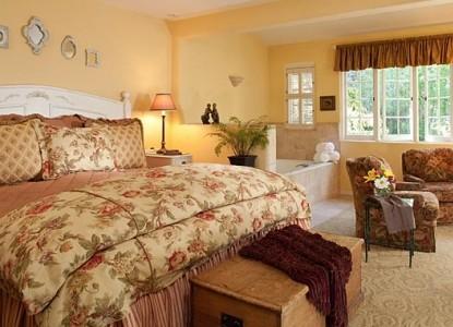 Old Monterey Inn bedroom