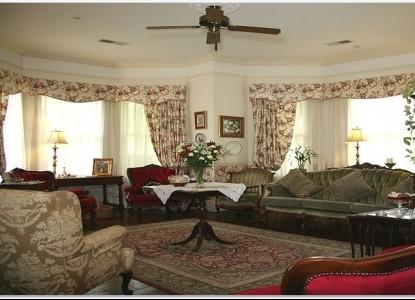 Grey Gables Inn, living room