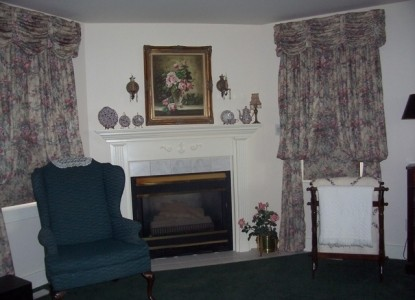 Dutch Colonial Inn Bed and Breakfast master suite fireplace