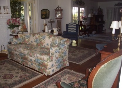 Dutch Colonial Inn Bed and Breakfast Living Room