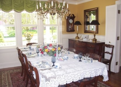Dutch Colonial Inn Bed and Breakfast Dining Room