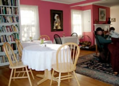 Woods Hole Passage Bed & Breakfast Inn-Tables