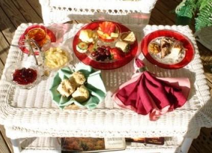 Grey Gables Bed 'N Breakfast Inn white table