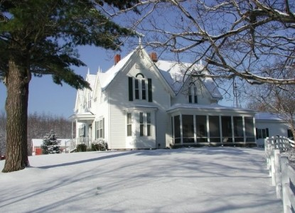 Allegan Country Inn-Snow