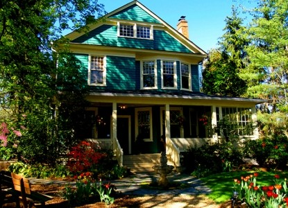 Turn of the century, garden retreat located in the historic Montford District near Biltmore Estate and downtown Asheville.