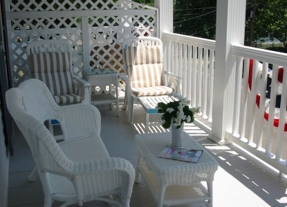 White Lilac Bed & Breakfast Inn, patio