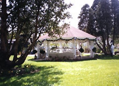 The Mansion Bed & Breakfast-Gazebo