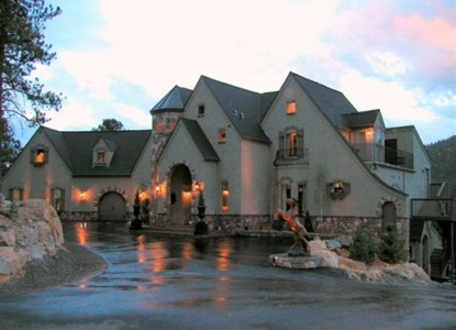 Luxury B&B with Gorgeous Colorado Mountain Views Less than 20 miles from ALL major Denver Metro Area Cities! Must See!