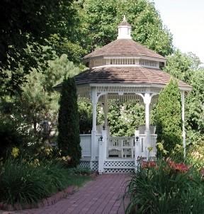 White Lace Inn Bed & Breakfast garden