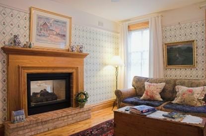 White Lace Inn Bed & Breakfast living room