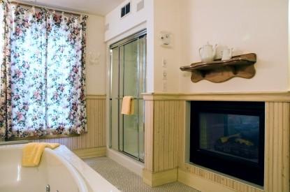 White Lace Inn Bed & Breakfast bathroom