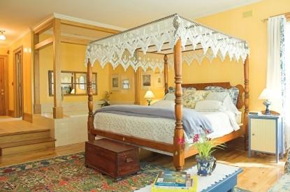 White Lace Inn Bed & Breakfast bedroom