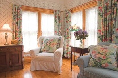 White Lace Inn Bed & Breakfast couches