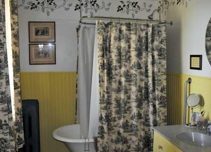 McConnell Inn-Bayside Room Bath