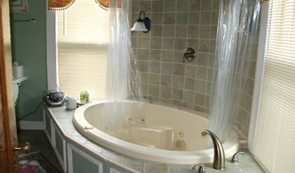 Hayes House Bed & Breakfast-First Lady's Suite bathtub