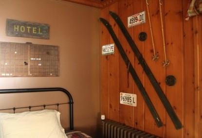 The Brewster Inn-ski decor on the walls