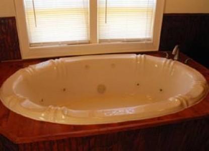 Colonel's Cottage Inns and Bourbon Loft-John Fitch Cottage bath