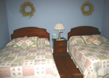 The Sandcastle Inn - bedroom