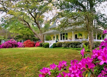 Magnolia Springs Bed & Breakfast front view of inn