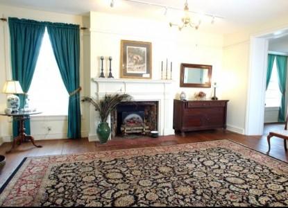 Maysville Manor - Foyer