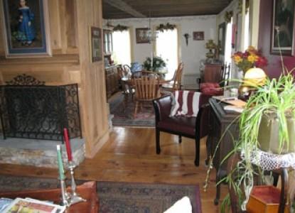 Captain Grant's, 1754 Living room