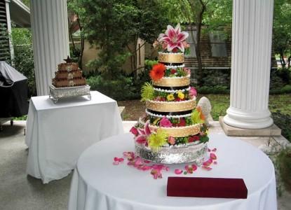 Belle Oaks Inn Bed and Breakfast Gonzales, Texas - wedding cake