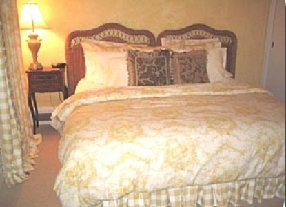 Belle Oaks Inn Bed and Breakfast - Carriage House Room 1