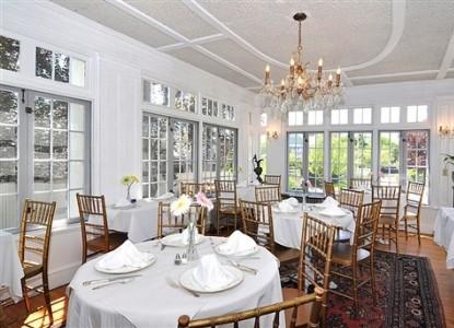 Edgewood Manor Bed & Breakfast white room