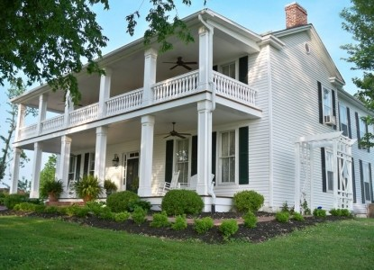 This 1850's historic home located in the Kentucky lakes area overlooks beautiful Lake Barkley in Western Kentucky.