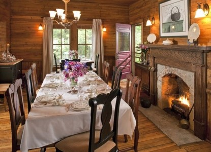 The Buck House Inn on Bald Mountain Creek-Dining Table