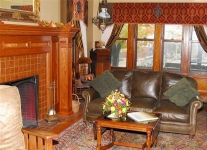 Westphal Mansion Inn Bed & Breakfast Mark Twain - Suite 7