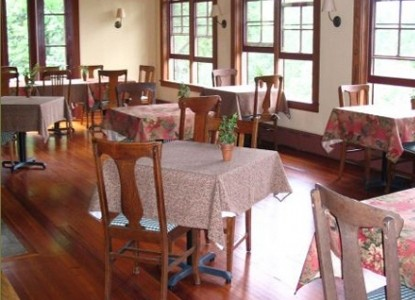 Sourwood Inn dining room