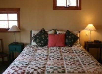Sourwood Inn Sassafras Cabin bedroom