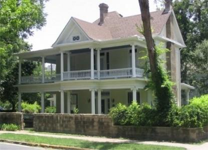 Star of Texas Inn front of inn