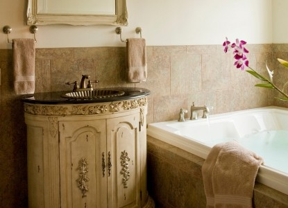 Wilbraham Mansion Bed & Breakfast Inn and Suites,  suite 203