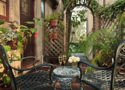 Old Monterey Inn courtyard