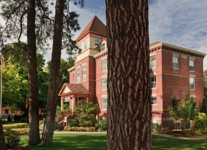 The Roosevelt Inn is Coeur d'Alene's oldest remaining schoolhouse and offers 14 beautiful rooms and suites to choose from with a delightful multi-course breakfast each morning.