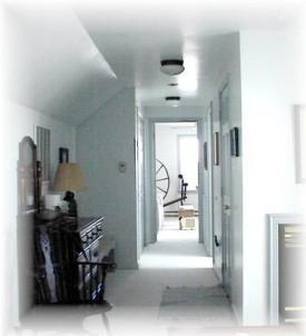 Breezee Hill Farm Bed and Breakfast-Hallway