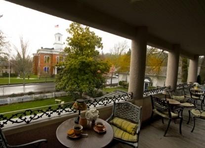 Jacksonville's Magnolia Inn veranda
