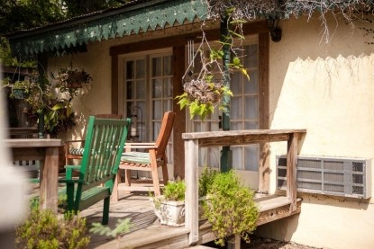 The Hunter Road Stagecoach Stop Bed & Breakfast patio