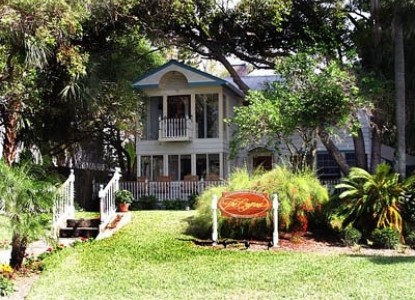Strawberry Bed And Breakfast Plant City