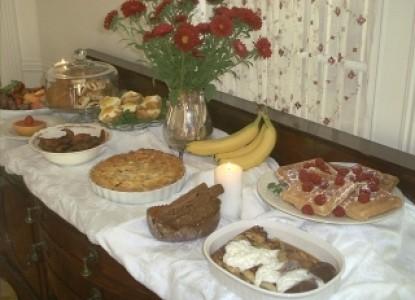 Austin Folk House Bed & Breakfast buffet