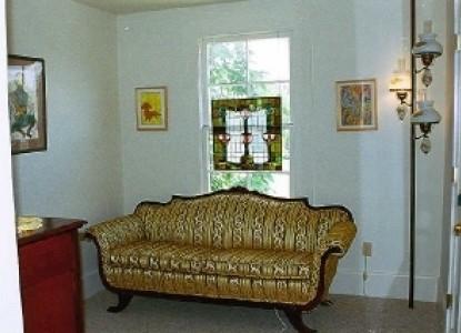 Austin Folk House Bed & Breakfast couch