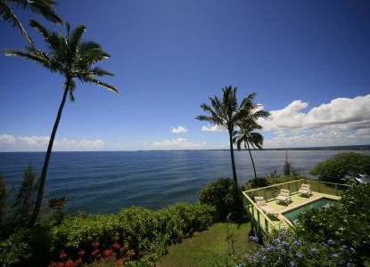 Oceanfront accommodations and a spectacular, panoramic view of the blue Pacific Ocean and Hilo Bay on the Hawaii Island (The Big Island).