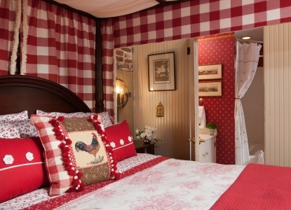1853 Inn at Woodhaven red bedroom