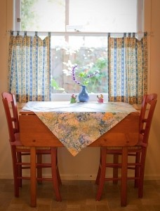 North Berkeley Cottage, dining table