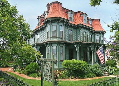 Historic Cape May B&B located one block from the Atlantic Ocean. Open all year with romantic getaway packages.