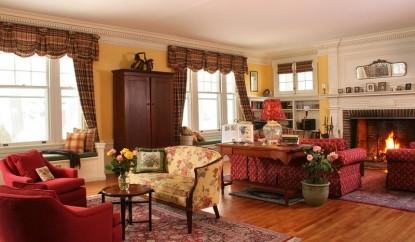 Birchwood Inn, living room
